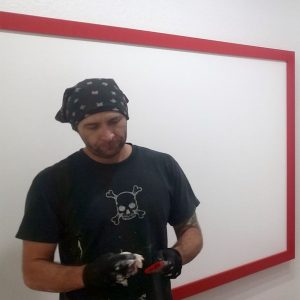 vince-red-trim-paint-brush